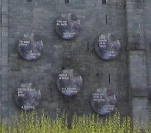 inscriptions sur la roche